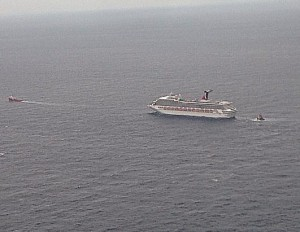 disabled-cruise ship 1