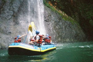 costa rica river rafting 1
