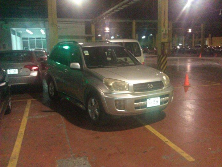 Costa Rica parking job.....way to go