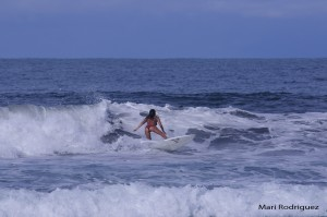 mari rodriguez surf girl playa hermosa jaco