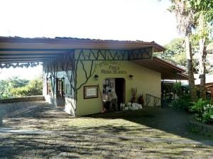 2013-12-24-costaricafincarosablancareception-thumb