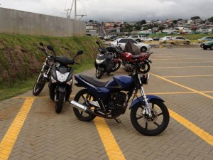 Costa Ricans Park Well