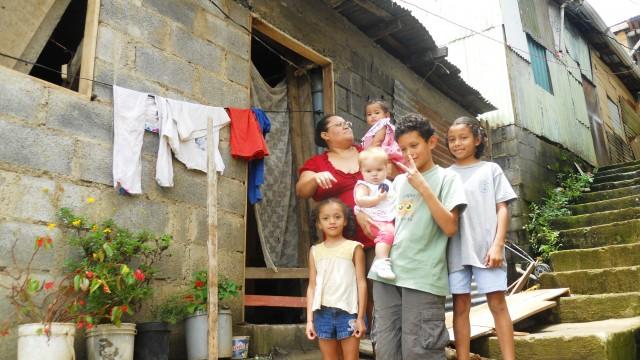 costa-rica-poverty 1