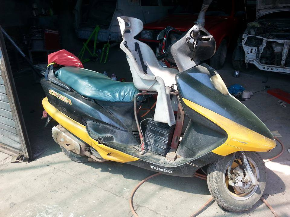 Costa Rica Scooter with baby seat abiding by the law