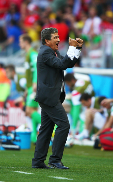 jorge luis pinto costa rica coach steps down 1
