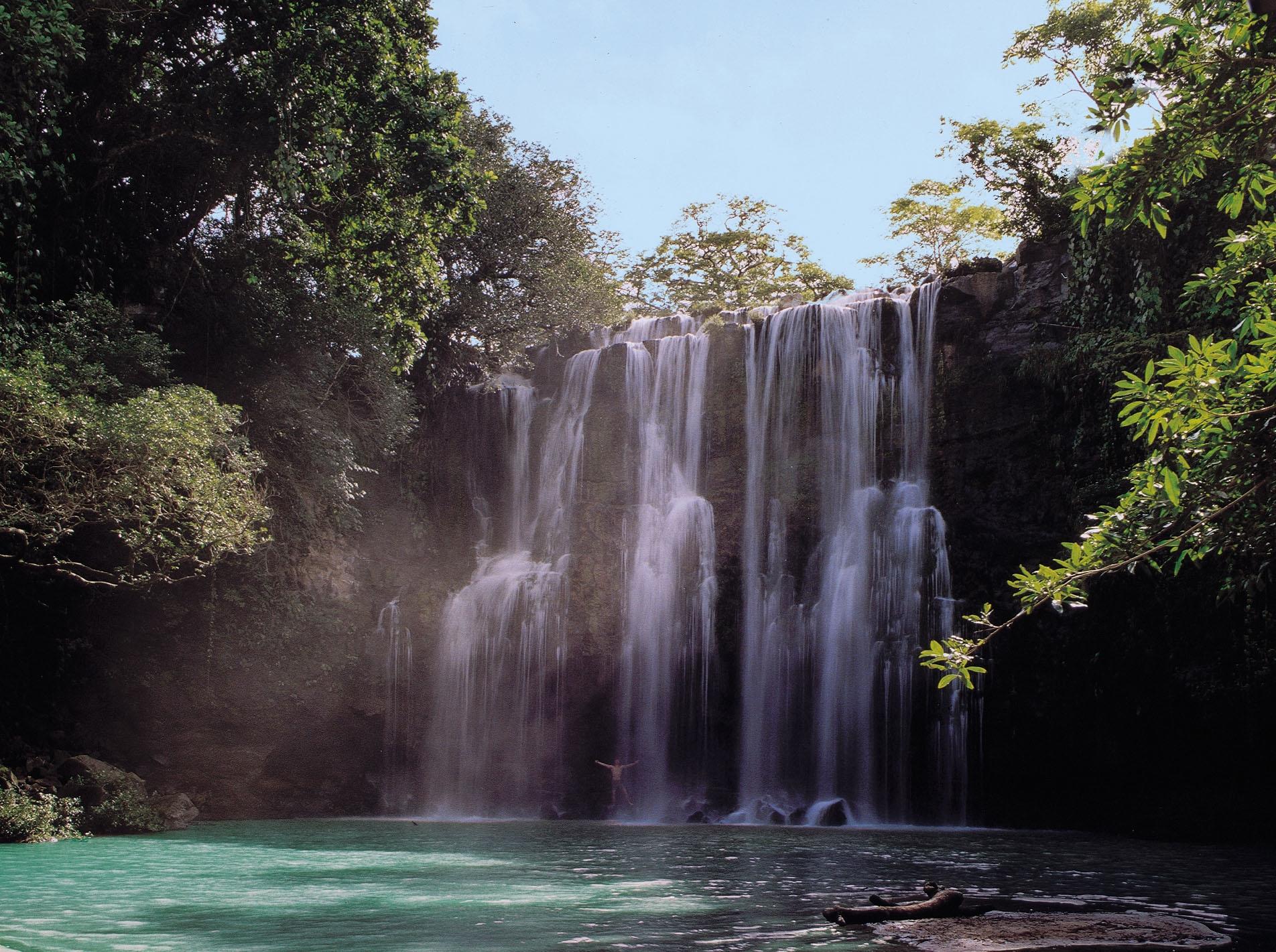 La-Fortuna-waterfall