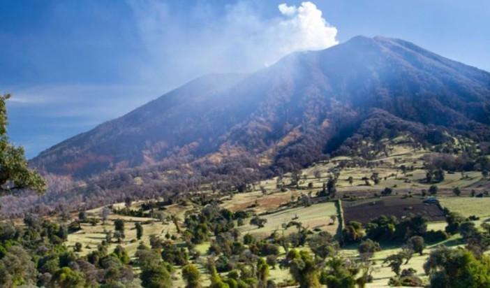 Turrialba Volcano erupts costa rica