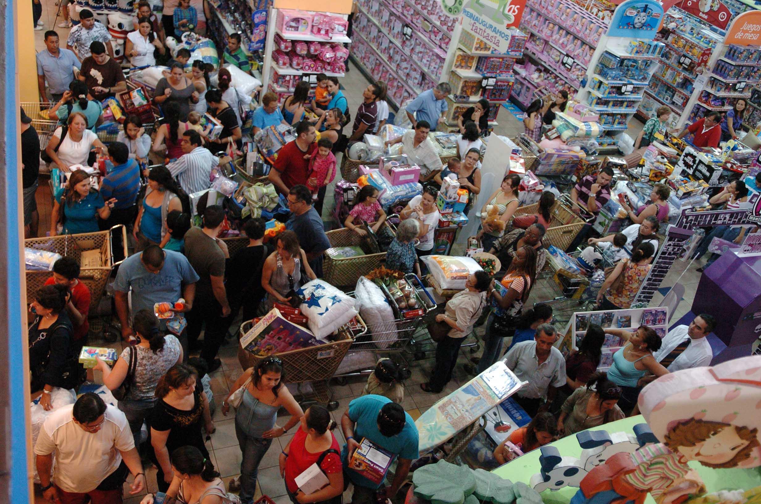 26/11/2010. Viernes Negro en CEMACO Zapote. Foto Abelardo Fonseca