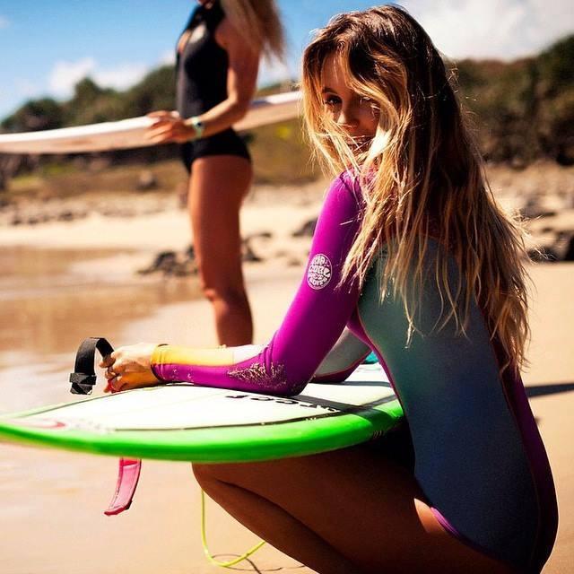 hot girls in bikinis 1