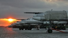 Lineup_of_Tu-95_at_Engels_Air_Base