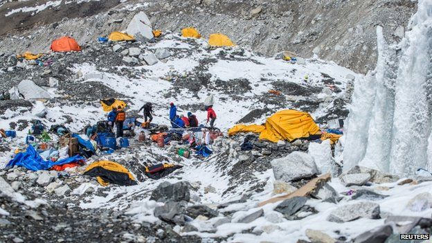 Mount Everest avalanche video 1