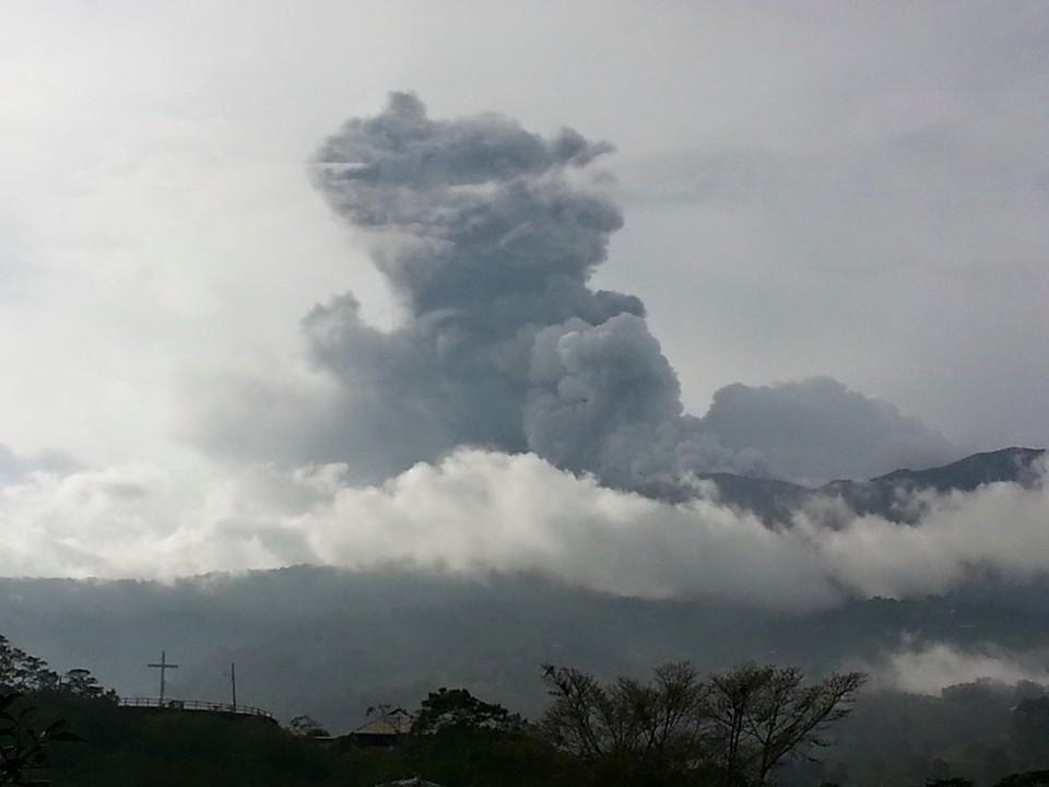 costa rica volcano airport closing san jose
