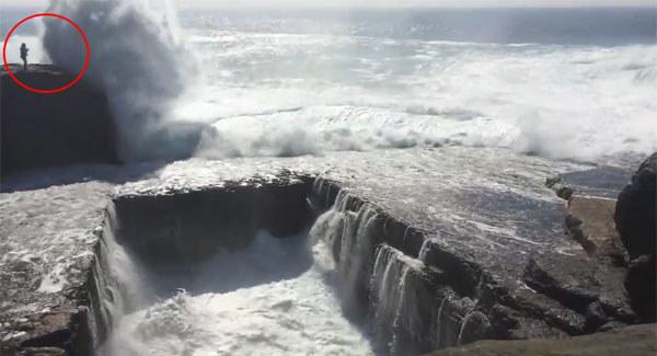 ireland wave tourist