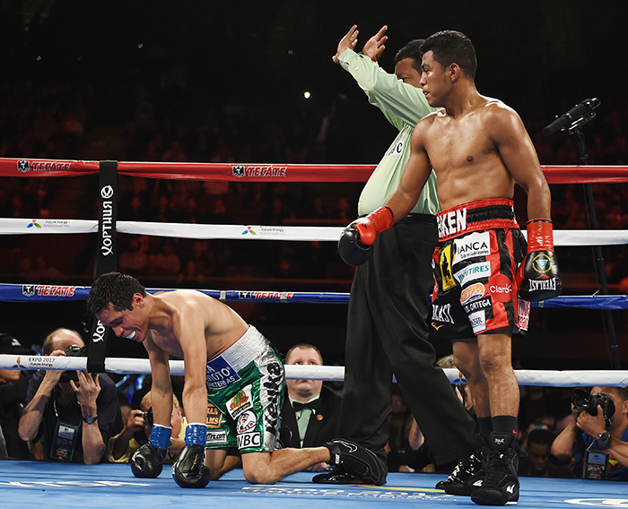 Boxer Roman Gonzalez (R) of Nicaragua knocks out Edgar Sosa of Mexico in the second round of their WBC Flyweight World Championship bout at the Forum Arena in Los Angeles, California on May 16, 2015. AFP PHOTO / MARK RALSTON