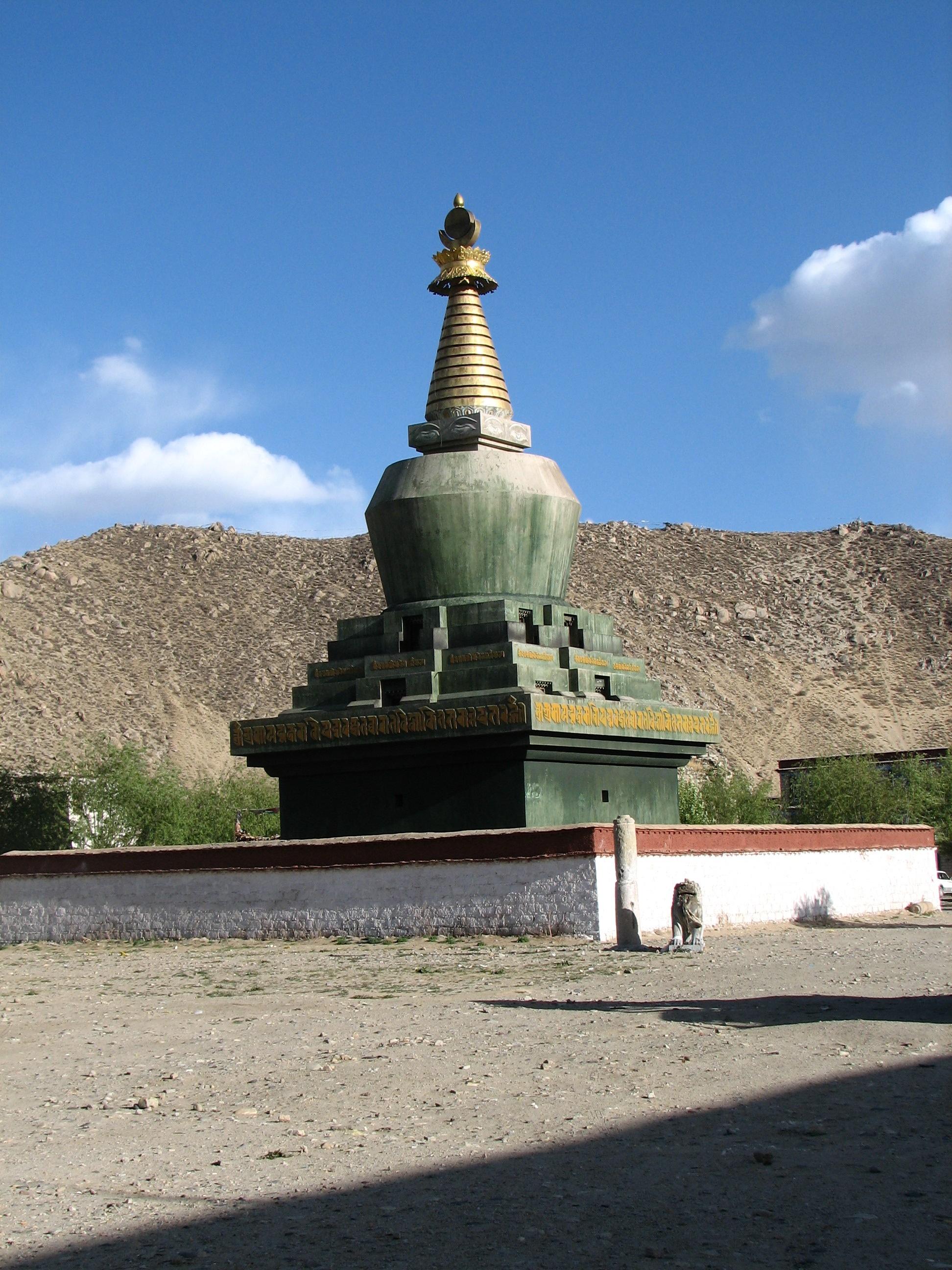 chortens in Tibet