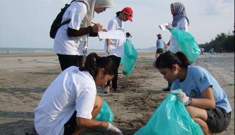 costa rica beach clean up