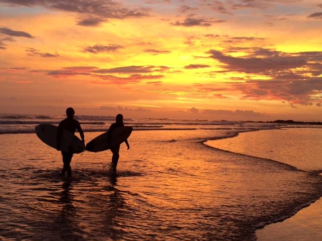 costa rica surfing 3