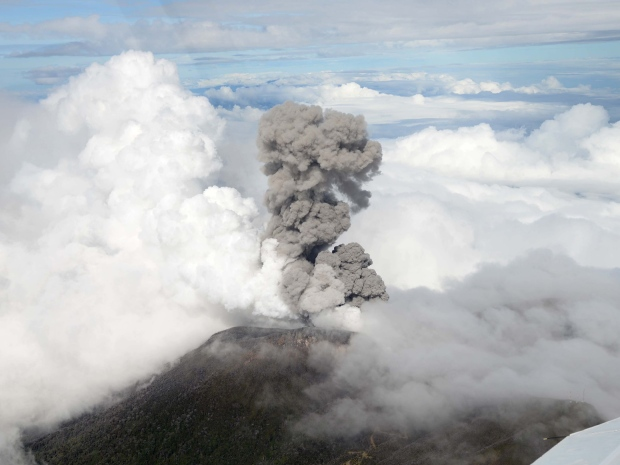 costa-rica-turrialba-volcano-eruption