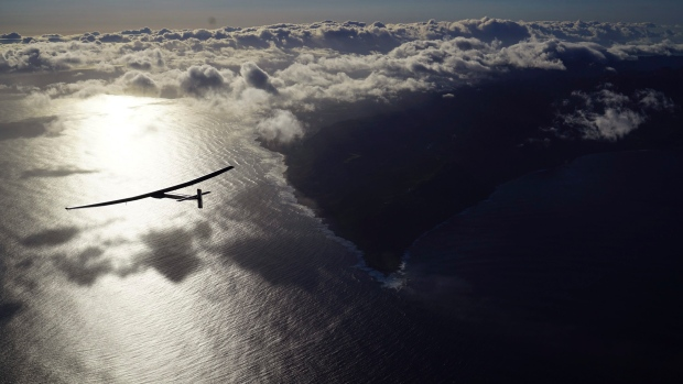 Solar plane gets ready for flight from hawaii to california the solar planes flight from hawaii to california sciox Images