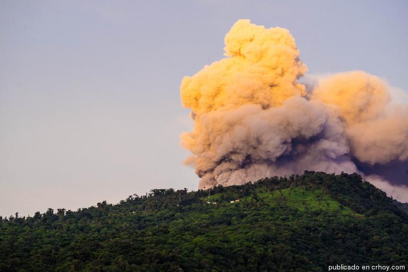 turrialba-volcano-eruption-1