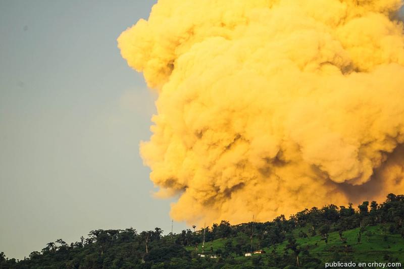 turrialba-volcano-eruption-2