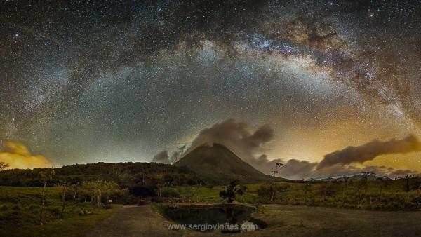 volcano-milky-way-Sergio-Vindas-La-Fortuna-de-San-Carlos-Costa-Rica-4-11-2016